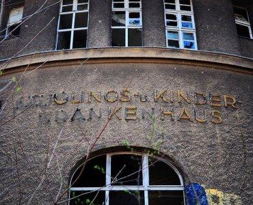 abandoned childrens hospital weissensee berlin urbex lost places saeuglings und kinder krankenhaus