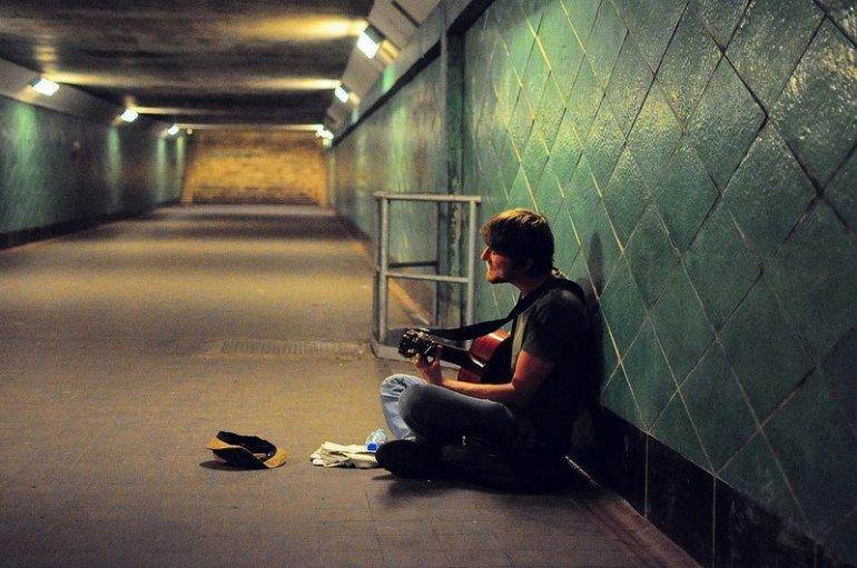 guitar player spreetunnel berlin koepenick