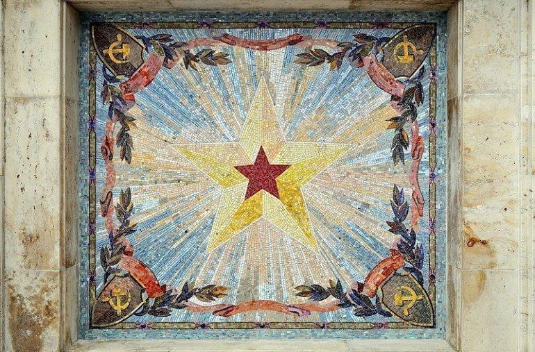 soviet star mural berlin