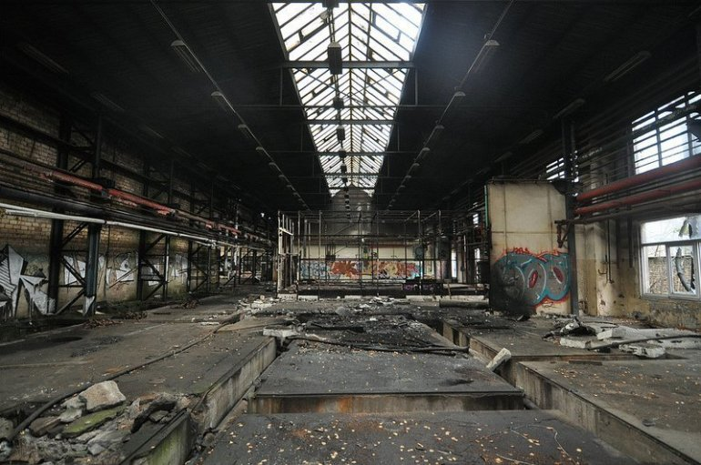 abandoned factory hall veb kuehlautomat berlin