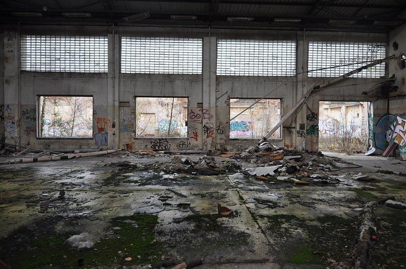 leere fabrik halle veb kuehlautomat berlin
