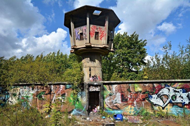 abandoned east german tower berlin Postenturm Neumagener Strasse Liebermannstrasse
