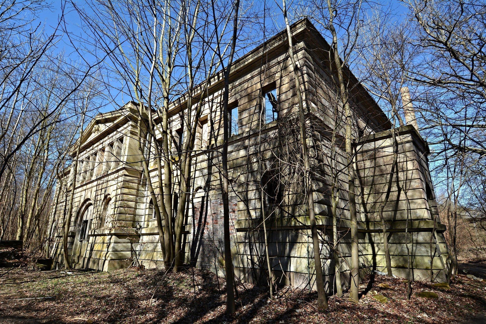 verlassene burg pferde stall ruinen abandoned castle horse stable germany urbex lost places ruins deutschland