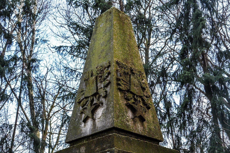 obelisk close up sowjetisches ehrenmal herzbergstr soviet war memorial berlin