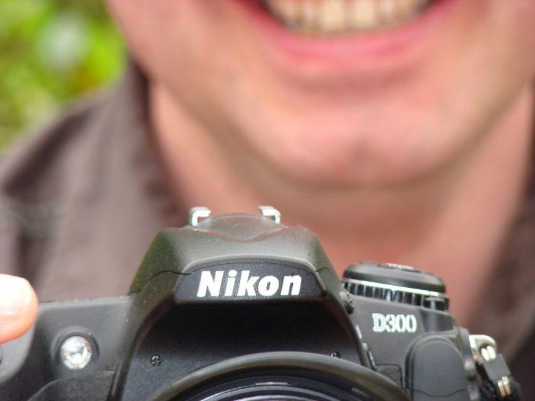 So sieht eine richtige DSLR aus. Die Nikon D300.