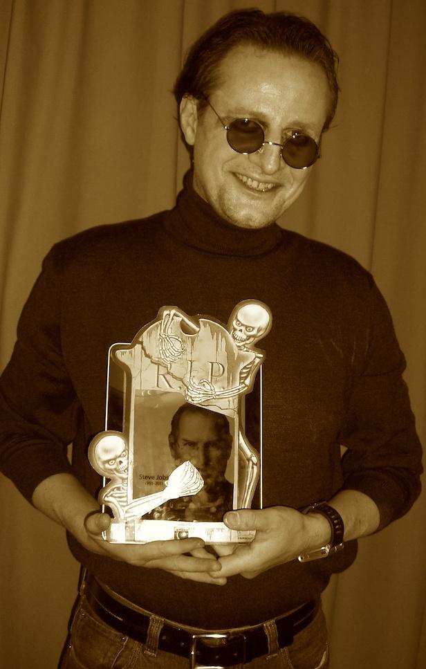 Der Autor als seliger Steve Jobs zu Halloween. Rest in Peace.