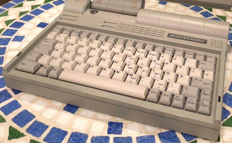 Wieder mal eine PC-Tastatur in einem Laptop. Der Highscreen 386 SX 20. Entwicklung der Computertastaturen