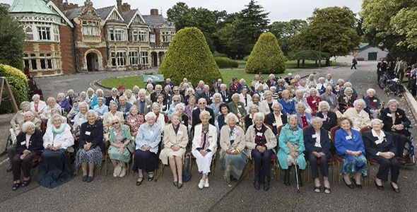 Veteranen vor Bletchley Park.