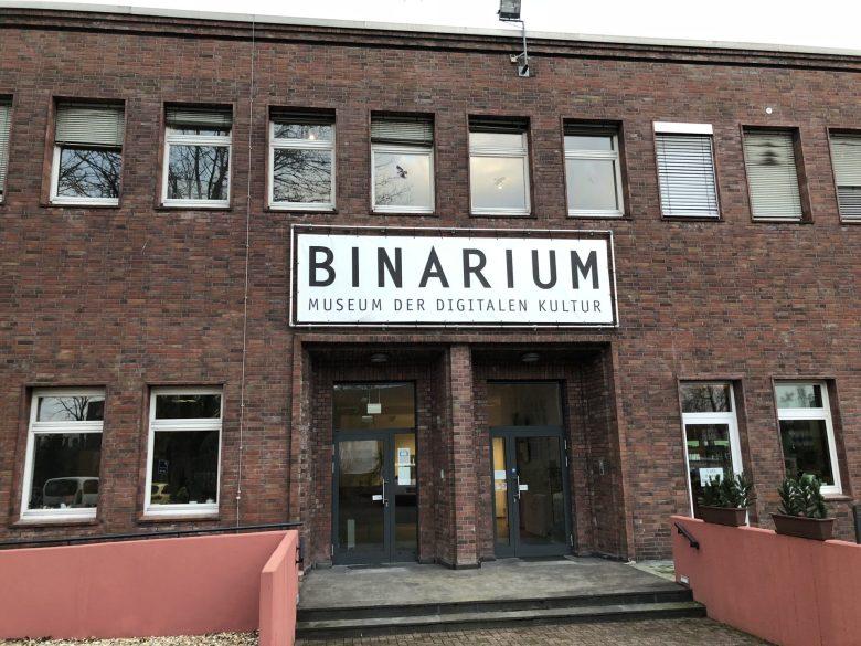 1. Besuch im Binarium, Haupteingang - Retrocomputing für Sammler, Techniker und Spieler