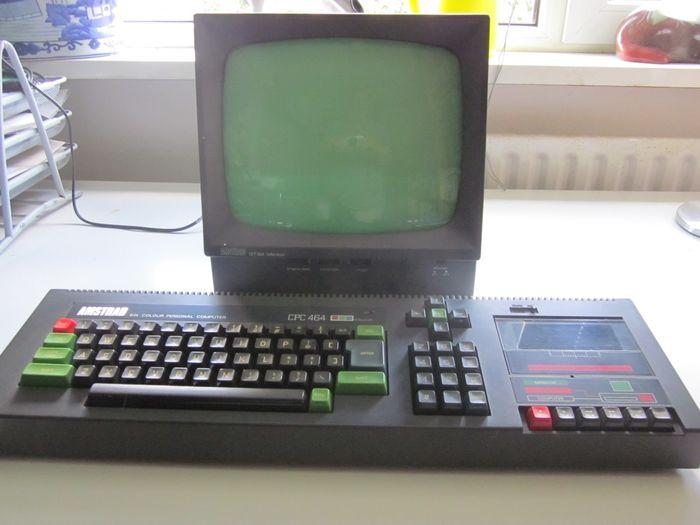 Ein Amstrad CPC 464 mit Monchrom-Monitor