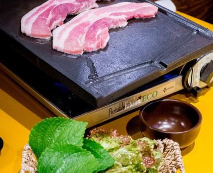 六本木にある横丁で厚切りサムギョプサルをみんなで楽しむ 韓食HANSHIKU