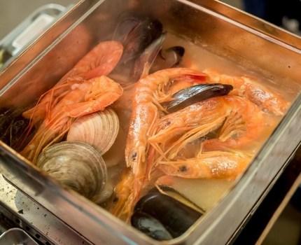 海老と馬肉と日本酒に漢方牛と牡蠣も えびと馬肉と日本酒の居酒屋 池袋栄町横町店