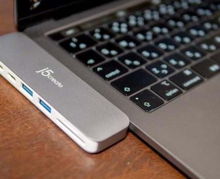 MacBook Pro本体と一体化しUSB Type-AやSDカードリーダー、HDMIを増設する マルチドックJCD382-A