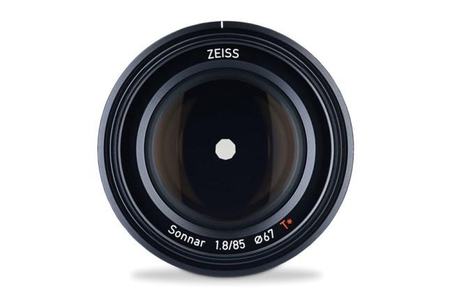 Zeiss Batis Sonnar T* 85mm f1.8 Lens 04