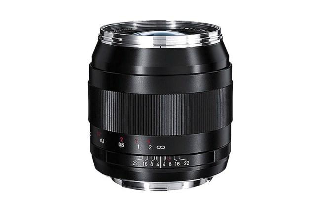 Zeiss Distagon T* 28mm f2 Lens 01