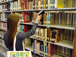 SanDiegoCityCollegeLearningResource_-_bookshelf