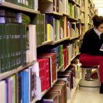 By Tulane Public Relations (Girl in the Library Uploaded by AlbertHerring) [CC BY 2.0 (http://creativecommons.org/licenses/by/2.0)], via Wikimedia Commons