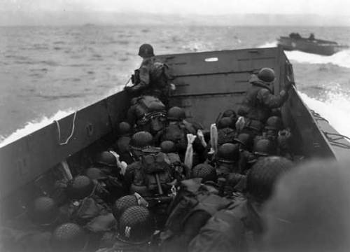 1944 Robert Capa - American soldiers landing on Omaha Beach, D-Day, Normandy, France. June 6, 1944. Gelatin silver print 1