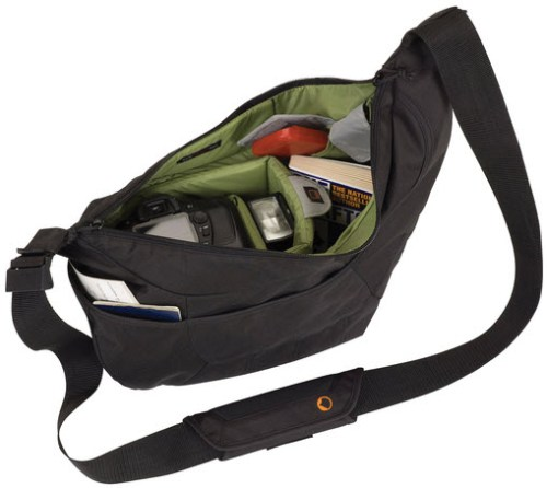 Lowepro_Passport_Sling_Black_Demo