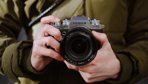 Fujifilm X-T4 en las manos