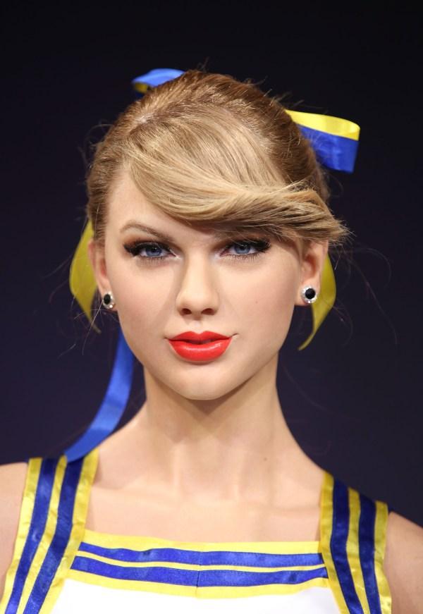 See Taylor Swift's life-like cheerleading waxwork 'Shake ...