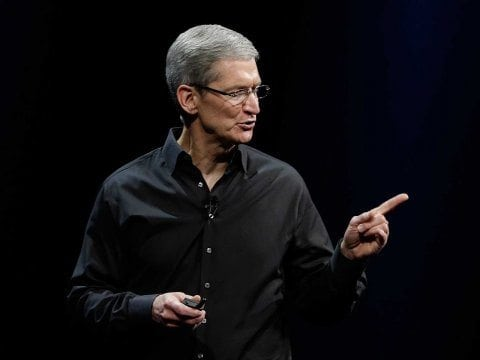 tim-cook-pointing-4
