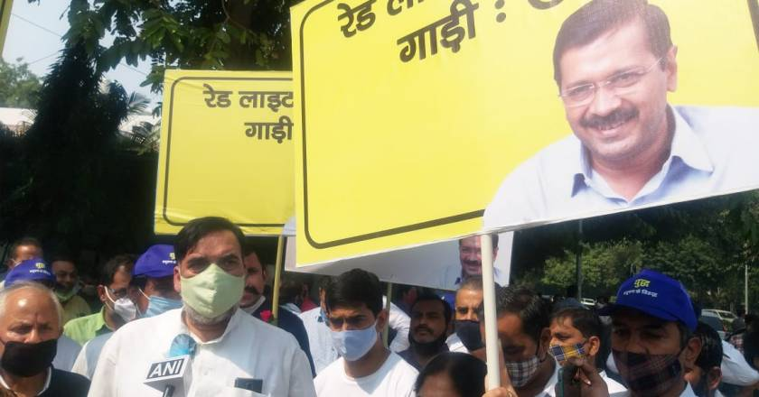 Kejriwal launches 'Red Light On, Gaadi Off' campaign to fight pollution begins today