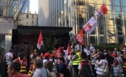 Manifestants devant le siège de l'Unédic