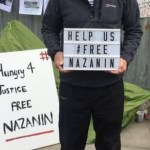 Richard Ratcliffe devant l'ambassade d'Iran à Londres