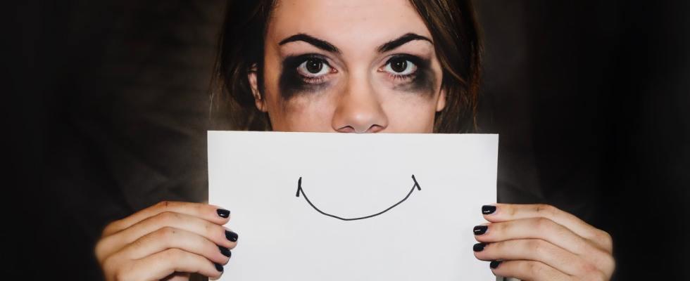 Une femme dans une campagne contre les violences conjugales