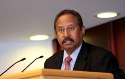 Le nouveau premier ministre soudanais, Abdallah Hamdok , lors d'une conférence de presse