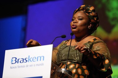 A color photograph of Leyman Gbowee giving a speech at a lecturn