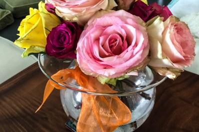 Flower décor using glass vase