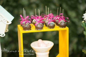 Popcakes coloridos especiais para a festa Masha e o Urso
