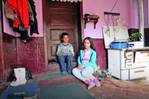 """Otac im se ubio, majka ih ostavila: """"Stiže zima, a meni nema ko jaknu da kupi"""""""