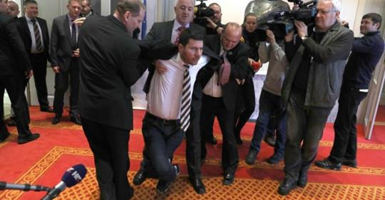 Pogledajte trenutak kada je Pernar izbačen iz Sabora zbog govora o HDZ-u (VIDEO)