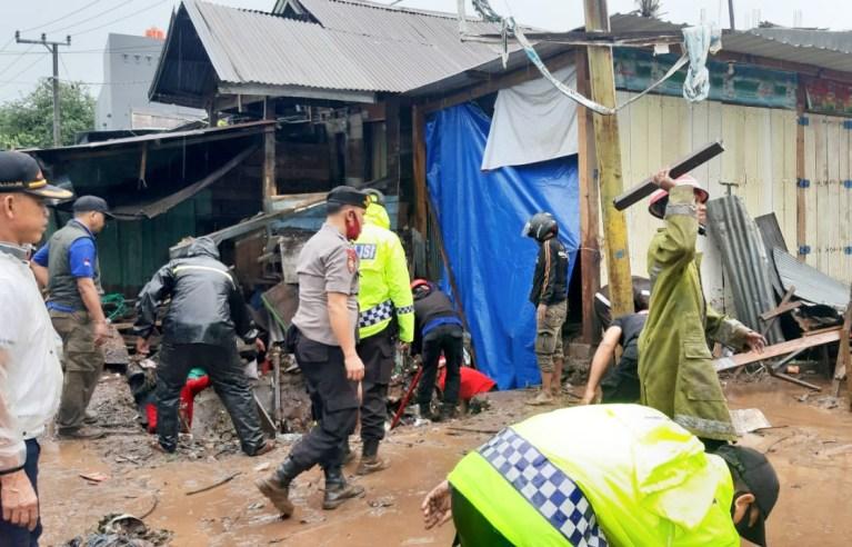 Polres Bantaeng Dirikan Dapur Umum dan Pengungsian Korban Banjir Bandang