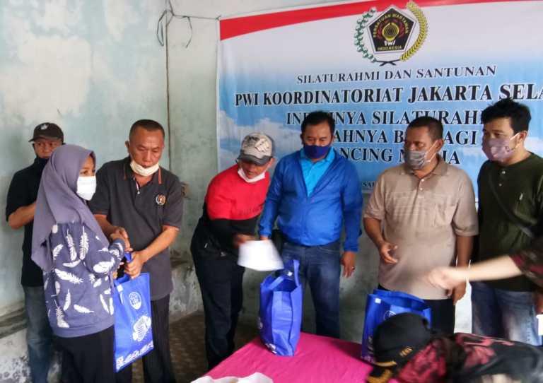 PWI Jakarta Selatan Silaturahmi Dengan Mancing Mania Sekaligus Santunan Anak Yatim