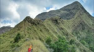 Berselfi Ria di Gunung Piramid , Seorang Pelajar Jatuh ke Jurang