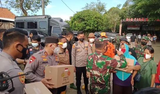 TNI–Polri dan Basarnas Evakuasi 8.000 Warga Korban Terdampak Tanggul Citarum Jebol