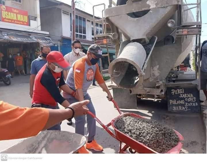 Perbaiki Jalan Rusak, Bupati Melawi Turun Langsung