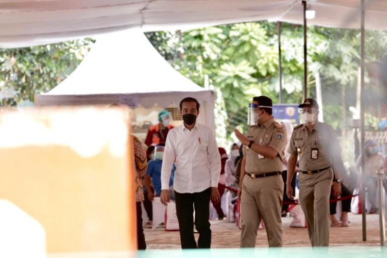 Presiden Jokowi Tinjau Vaksinasi di Rusun Tanah Tinggi: Rusun Sangat Padat Berpotensi Penyebaran Covid-19
