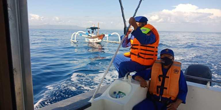 Pantau Perairan Dari Gangguan, Sat Polairud Sekaligus Edukasi PPKM Darurat