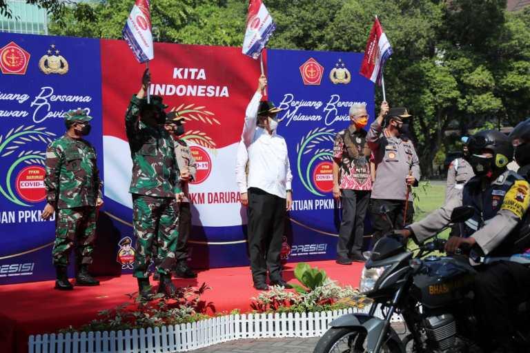 Tinjau Solo, TNI-Polri Distribusikan 30.000 Paket Sembako untuk Warga Solo
