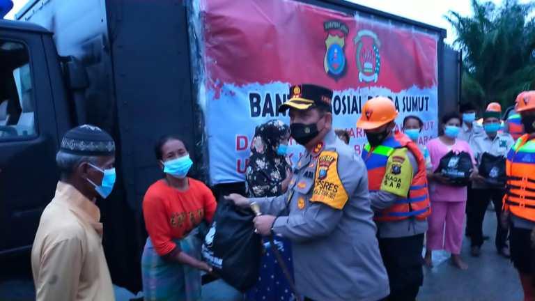 Kapolda Sumut Kirim 1.000 Paket Sembako Bagi Korban Banjir di Batu Bara