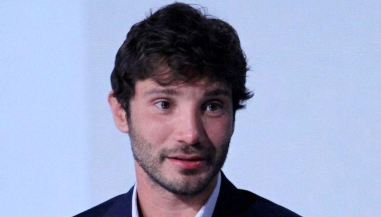 Stefano De Martino diviso fra Mediaset e Rai: la sua scelta