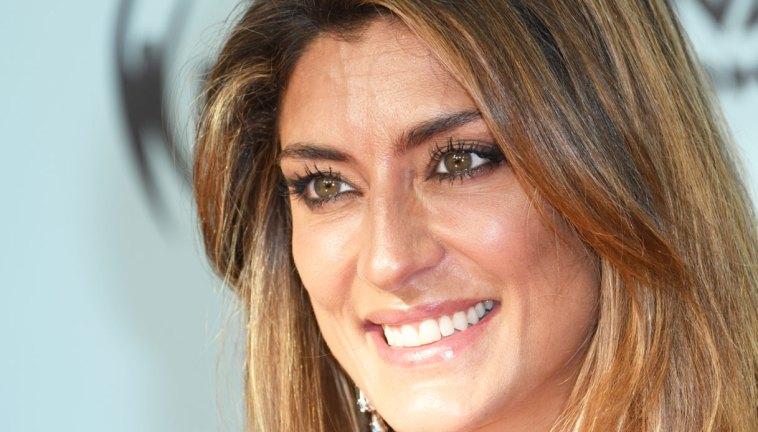 Elisa Isoardi rilancia il micro abito trasparente. Ed è mistero sul suo futuro a Mediaset