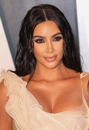 Kim Kardashian, il look in pelle total black sconvolge New York