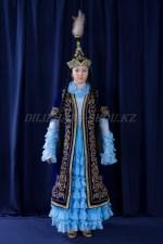 2046. Женский казахский национальный костюм