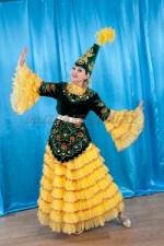 2050. Женский Казахский национальный костюм